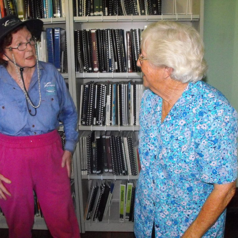 Kooragang wetland volunteer talking with former Ash Island resident in Schoolmasters house